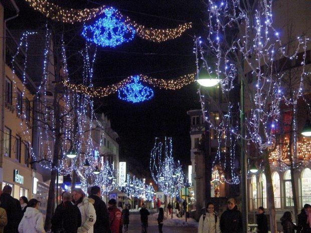 Stecker Für Weihnachtsbeleuchtung.Weihnachtsbeleuchtung Fällt Dieses Jahr Dezenter Aus Nq Online